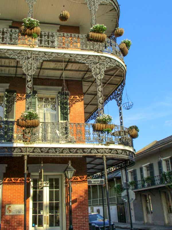 Spanish Colonial architecture in the French Quarter. © Brittany Quaglieri